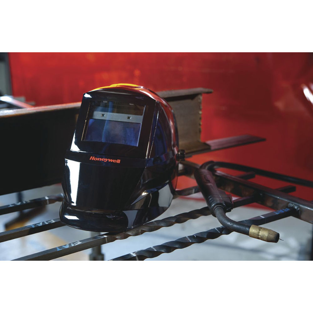 Honeywell HW200 complete Welding Helmet with Shade 9-13 Variable Auto Darkening Filter (ADF), Color: Black - HW200
